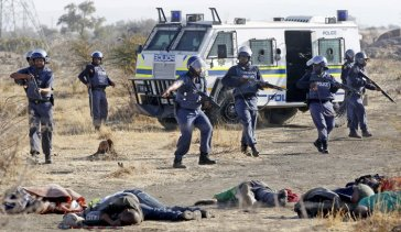 South African police executing striking miners Aug2012