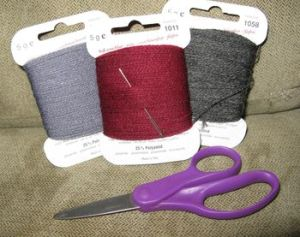 Darning wool & scissors