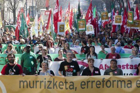 La mayoría sindical vasca, los sindicatos ELA y LAB con algunos otros en manifestación de huelga en el 29 Marzo 2012.