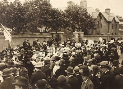 Soiidarity demonstration outside Mountjoy Jail, probably organized by Cumann na mBan, perhaps in protest at Mountjoy executions December 1922