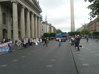 Protesters in Dublin outside GPO demand freeing of Steven Bennet (view northward excluding some on west side of central island)