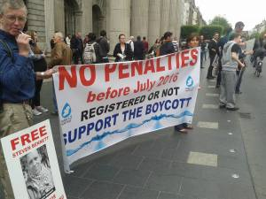Banner and demonstrators protesting jailing of Steven Bennet