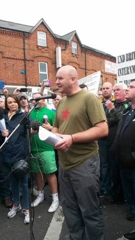 Mícheál Mac Giolla Easbuig speaking at impromptu rally at PSNI Blockade