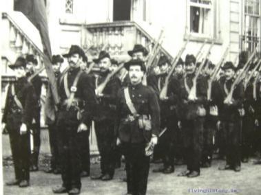 The Citizen Army at Croydon House, at the ITGWU's grounds in Fairview/ El Ejercito Ciudadano en su parte del parque en Fairview.