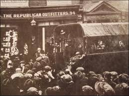 Republican Outfitters, 94 Talbot Street. This may also be a photo taken after the shooting. (Photo from Internet)