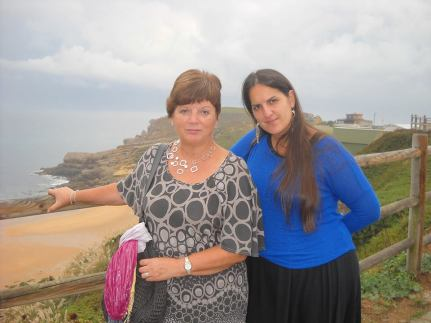 Maribel and Ziortza on a visit to the Cantabrian coast