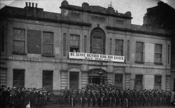 A declaration of war against war -- banner on the old Liberty Hall, HQ of the Irish Transport & General Workers' Union. A parade of a section of the Irish Citizen Army is drawn up in front of it. (Photo from Internet)