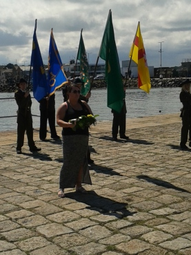 Denise Ní Chatháin bringing forth the wreath from the Anti-Internment Group of Ireland