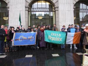c-n-mb-irish-republic-tricolour-flags-crowd-gpo-copy