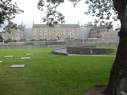 Section of Croppies Acre showing circular 1798 monument in middle distance and Collins Barracks Museum in the far background. View is from NE gate on Wolfe Tone Quay. (Photo: D.Breatnach)