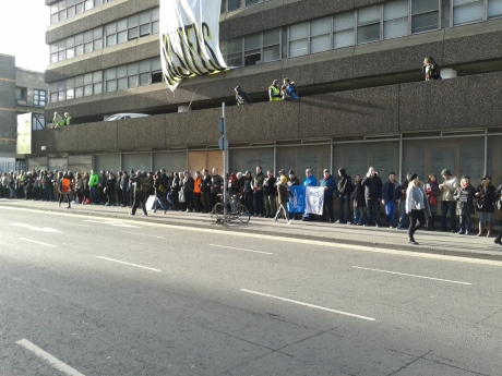 Supporters linking arms around Apollo House from Townsend St, through Tara St to Poolbeg St. (Photo: D.Breatnach)